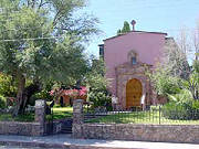 St. Paul's Episcopal Church holds church services in San Miguel de Allende